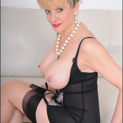 Lady Sonia in 'Lady Sonia' High glamour milf (Thumbnail 2)