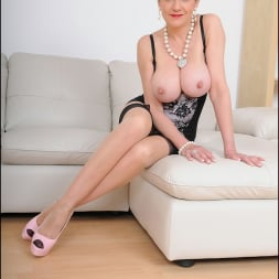 Lady Sonia in 'Lady Sonia' High glamour milf (Thumbnail 5)