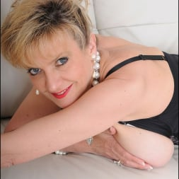 Lady Sonia in 'Lady Sonia' High glamour milf (Thumbnail 10)