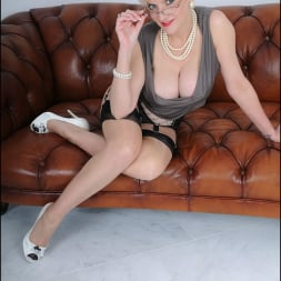 Lady Sonia in 'Lady Sonia' High glamour milf (Thumbnail 3)