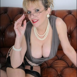Lady Sonia in 'Lady Sonia' High glamour milf (Thumbnail 4)