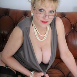 Lady Sonia in 'Lady Sonia' High glamour milf (Thumbnail 6)