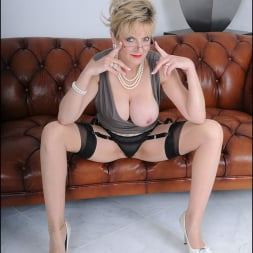 Lady Sonia in 'Lady Sonia' High glamour milf (Thumbnail 9)