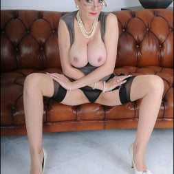 Lady Sonia in 'Lady Sonia' High glamour milf (Thumbnail 11)