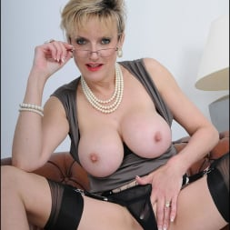 Lady Sonia in 'Lady Sonia' High glamour milf (Thumbnail 12)