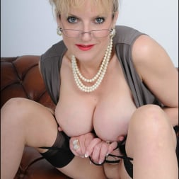 Lady Sonia in 'Lady Sonia' High glamour milf (Thumbnail 14)