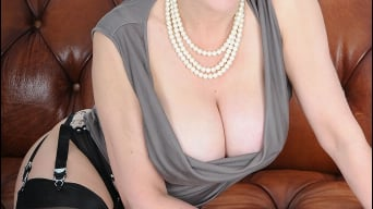 Lady Sonia in 'High glamour milf'