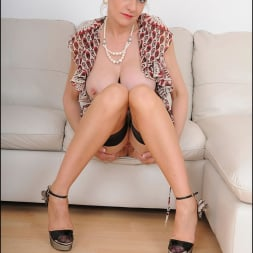 Lady Sonia in 'Lady Sonia' Hot trophy wife (Thumbnail 1)