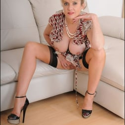 Lady Sonia in 'Lady Sonia' Hot trophy wife (Thumbnail 14)