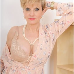 Lady Sonia in 'Lady Sonia' Hot wife in lingerie (Thumbnail 6)