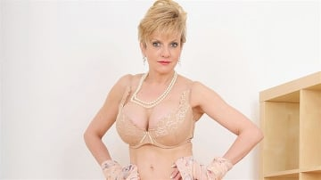 Lady Sonia - Hot wife in lingerie