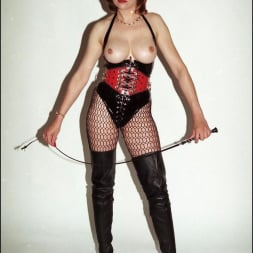 Lady Sonia in 'Lady Sonia' Latex and boots (Thumbnail 15)