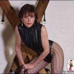 Lady Sonia in 'Lady Sonia' Latex leg mistress (Thumbnail 3)