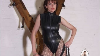 Lady Sonia in 'Latex leg mistress'