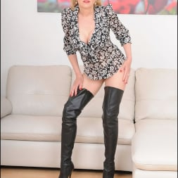 Lady Sonia in 'Lady Sonia' Leather boots mature (Thumbnail 1)