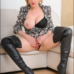 Lady Sonia in 'Lady Sonia' Leather boots mature (Thumbnail 11)
