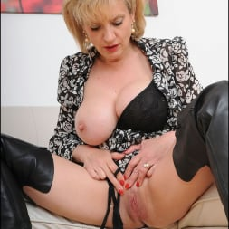 Lady Sonia in 'Lady Sonia' Leather boots mature (Thumbnail 14)