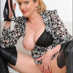 Lady Sonia in 'Lady Sonia' Leather boots mature (Thumbnail 15)