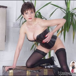 Lady Sonia in 'Lady Sonia' Leather corset milf (Thumbnail 12)