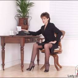 Lady Sonia in 'Lady Sonia' Leg mistress sonia (Thumbnail 1)