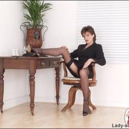 Lady Sonia in 'Lady Sonia' Leg mistress sonia (Thumbnail 2)