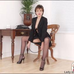 Lady Sonia in 'Lady Sonia' Leg mistress sonia (Thumbnail 5)