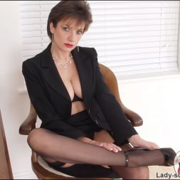 Lady Sonia in 'Lady Sonia' Leg mistress sonia (Thumbnail 6)