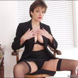 Lady Sonia in 'Lady Sonia' Leg mistress sonia (Thumbnail 7)