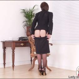 Lady Sonia in 'Lady Sonia' Leg mistress sonia (Thumbnail 9)