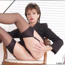 Lady Sonia in 'Lady Sonia' Leg mistress sonia (Thumbnail 12)