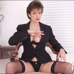 Lady Sonia in 'Lady Sonia' Leg mistress sonia (Thumbnail 14)