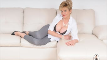 Lady Sonia in 'Leggings mature'