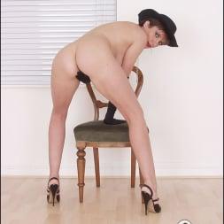 Lady Sonia in 'Lady Sonia' Leggy nude milf (Thumbnail 10)