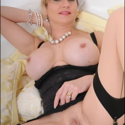 Lady Sonia in 'Lady Sonia' Lingerie mature (Thumbnail 14)