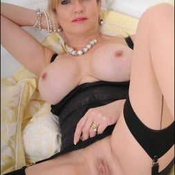 Lady Sonia in 'Lady Sonia' Lingerie mature (Thumbnail 15)