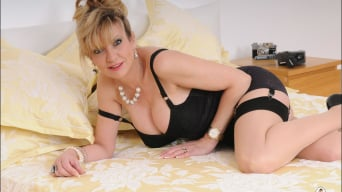 Lady Sonia in 'Lingerie mature'