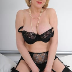 Lady Sonia in 'Lady Sonia' Lingerie mature (Thumbnail 2)