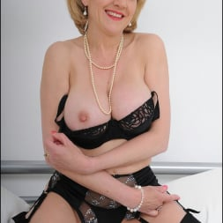 Lady Sonia in 'Lady Sonia' Lingerie mature (Thumbnail 4)