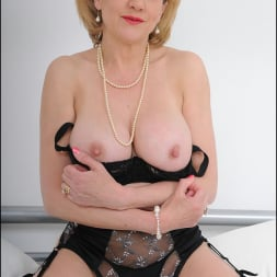 Lady Sonia in 'Lady Sonia' Lingerie mature (Thumbnail 6)