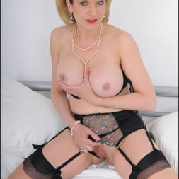 Lady Sonia in 'Lady Sonia' Lingerie mature (Thumbnail 11)