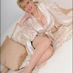 Lady Sonia in 'Lady Sonia' Lingerie trophy wife (Thumbnail 3)