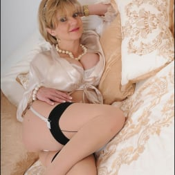 Lady Sonia in 'Lady Sonia' Lingerie trophy wife (Thumbnail 4)