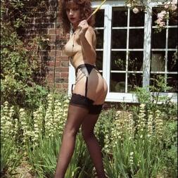 Lady Sonia in 'Lady Sonia' Long legs domina (Thumbnail 2)