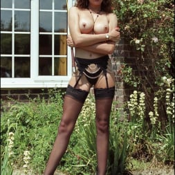 Lady Sonia in 'Lady Sonia' Long legs domina (Thumbnail 12)