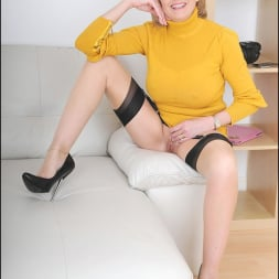 Lady Sonia in 'Lady Sonia' Long legs mature (Thumbnail 8)
