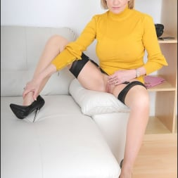Lady Sonia in 'Lady Sonia' Long legs mature (Thumbnail 9)