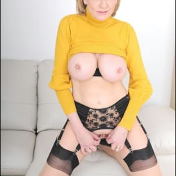 Lady Sonia in 'Lady Sonia' Long legs mature (Thumbnail 14)