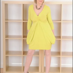 Lady Sonia in 'Lady Sonia' Long mature legs (Thumbnail 1)