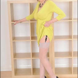 Lady Sonia in 'Lady Sonia' Long mature legs (Thumbnail 2)