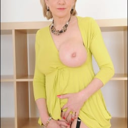Lady Sonia in 'Lady Sonia' Long mature legs (Thumbnail 13)
